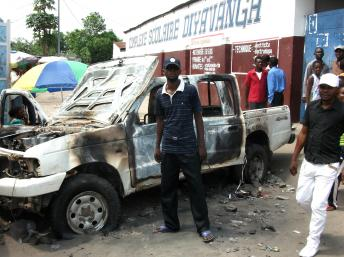 A burnt out jeep on Avenue Munene outside the Ecole Dyavanga polling station, Kinshasa, 29 November
